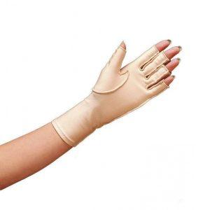 Norco oedeemhandschoen halve vingers over de pols